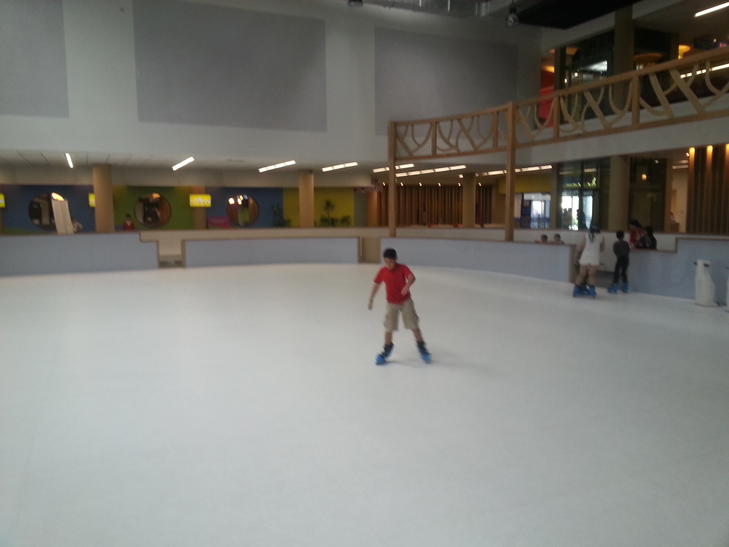 Ice skating in Helio Center